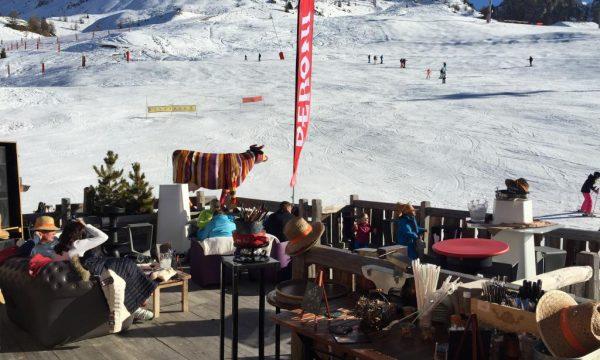 Aux Enfants Terribles Restaurant d'altitude sur les pistes. Une véritable brasserie traditionnelle à 2150m d'altitude